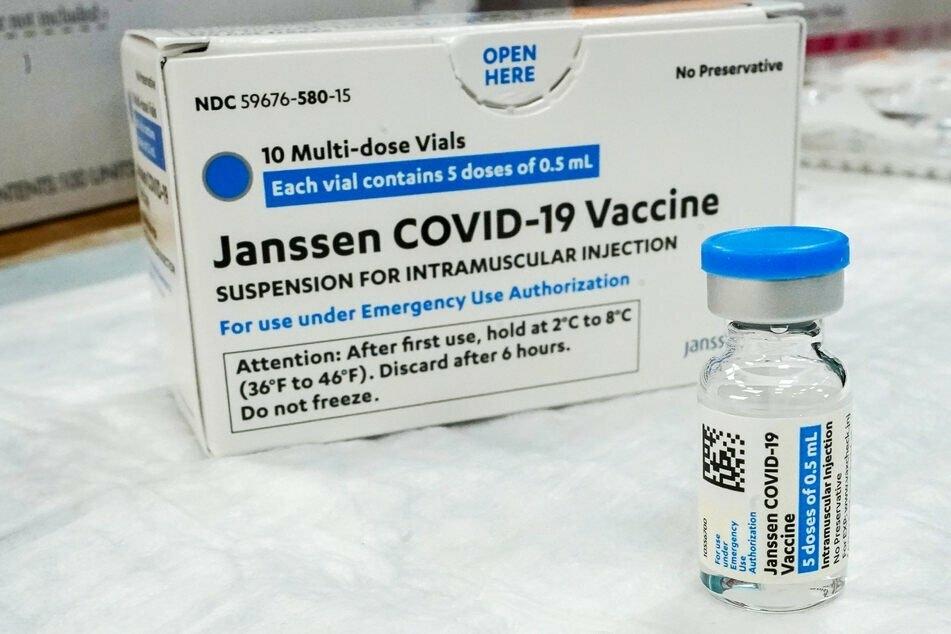 Nach der riesigen AstraZeneca-Debatte aufgrund von seltenen Nebenwirkungen gibt es auch Sorgen bei dem Impfstoff von Johnson & Johnson.