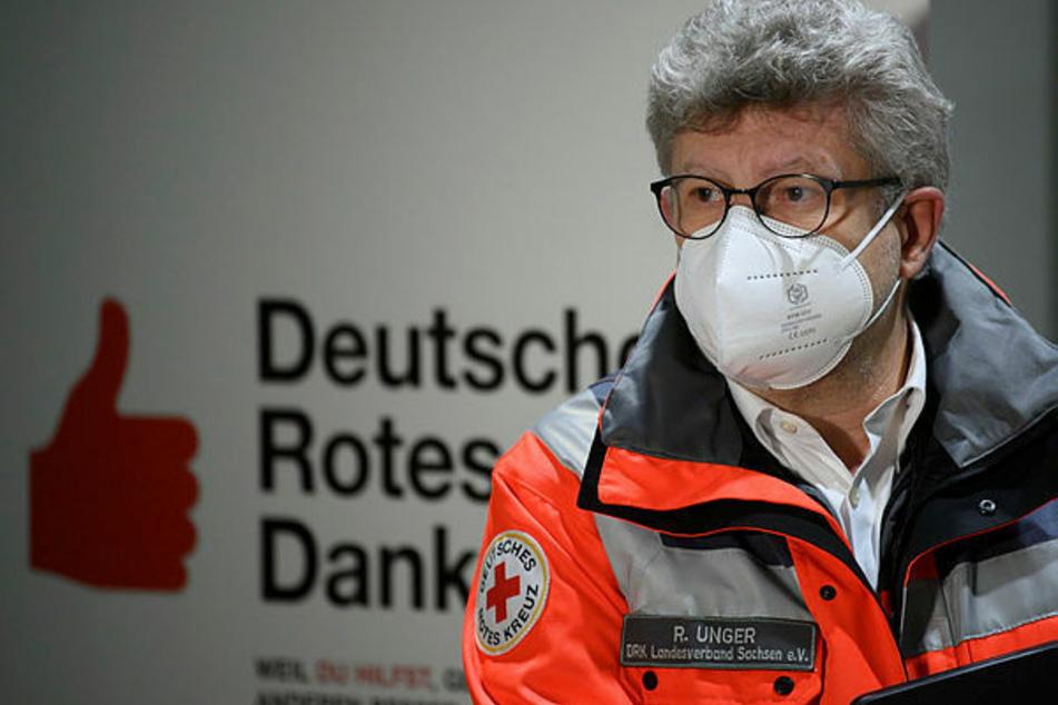 Sachsens DRK-Chef Rüdiger Unger (60) muss sich zum umständlichen Anmeldeportal seit Wochen Fragen gefallen lassen.