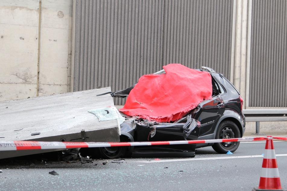 Bei dem Unfall auf der A3 in Köln im November 2020 hatte sich eine tonnenschwere Platte aus einer Schallschutzmauer gelöst und eine Autofahrerin (†66) erschlagen. (Archivbild)