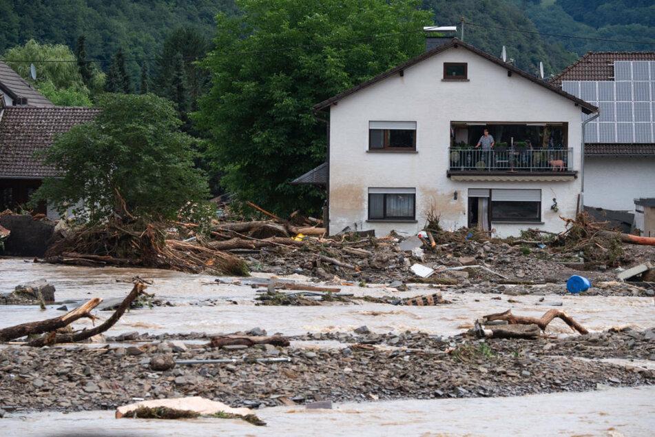 Das rheinland-pfälzische Dorf Insul ist weitgehend überflutet und zerstört worden. Nach den schweren Unwettern entsendet Brandenburg einen Spezialhubschrauber in das Hochwassergebiet.