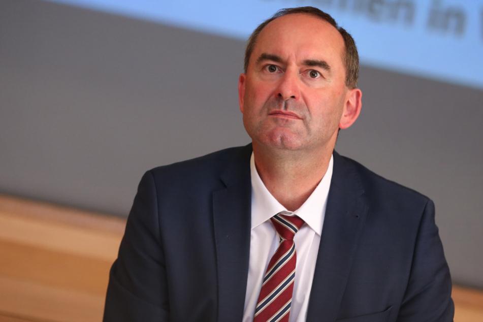 Bayerns Wirtschaftsminister Hubert Aiwanger (49, Freie Wähler) will einen Abbau von Arbeitsplätzen verhindern.