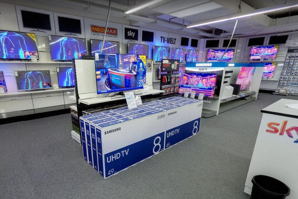 Dieser MEDIMAX muss schließen und verkauft Fernseher mega günstig