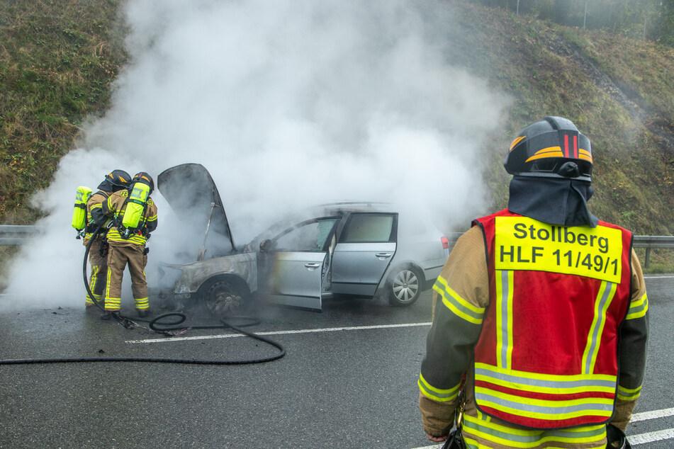 Der VW fing während der Fahrt plötzlich Feuer.