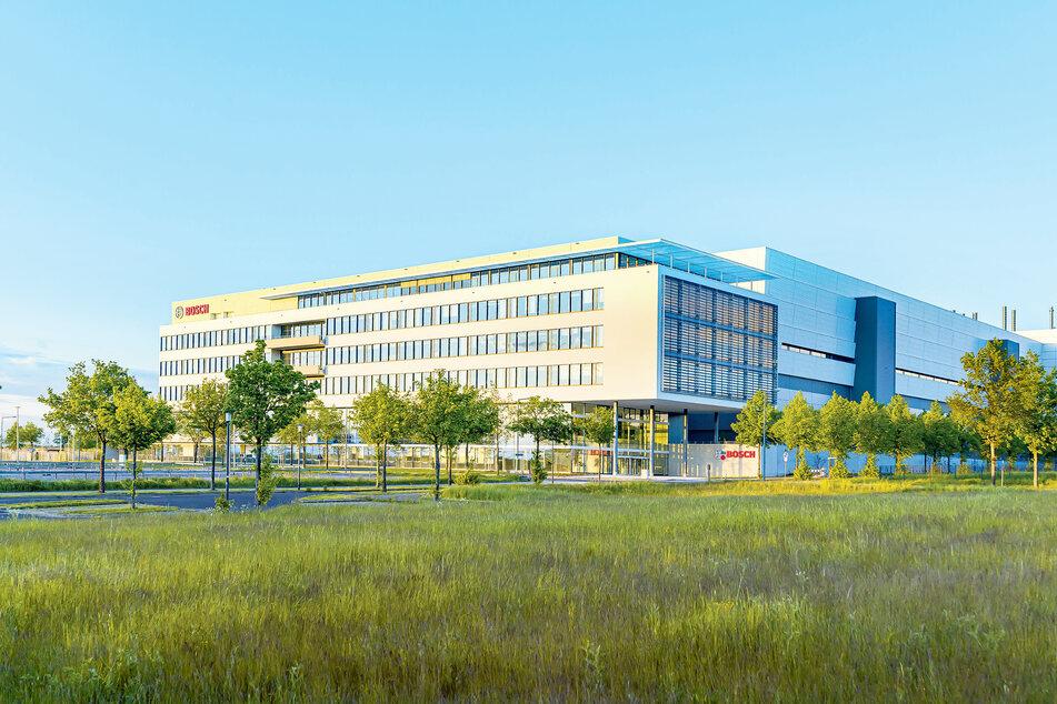 Fabrik der Zukunft: Das Bosch-Werk an der Knappsdorfer Straße westlich des Flughafens wurde am Montag eröffnet.