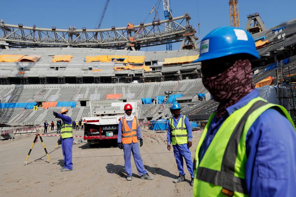 Fußball-WM 2022 in Katar: Schockierende Zahlen! Tausende Arbeiter gestorben