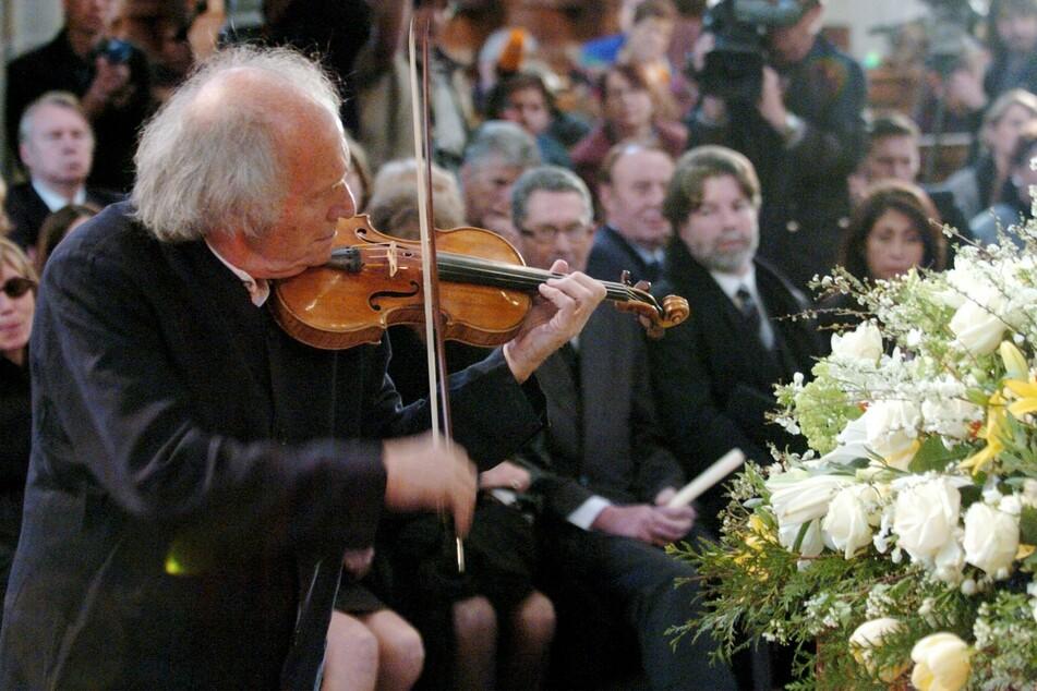 Geiger Ivry Gitlis (†98) spielt bei der Trauerfeier für Schauspieler Ustinov. Der aus Israel stammende Geigenmusiker Ivry Gitlis ist tot.