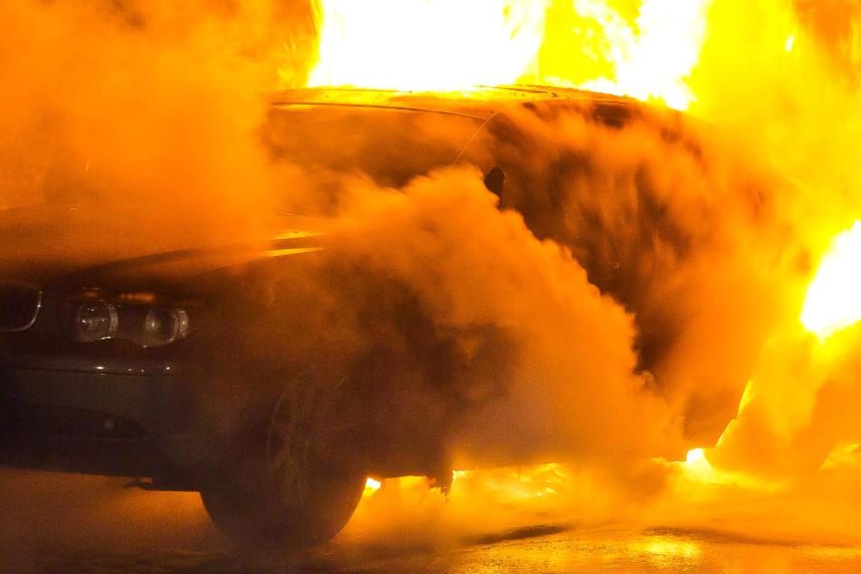 Unfall bei Kassel: Brennendes Autowrack stellt Polizei vor Rätsel