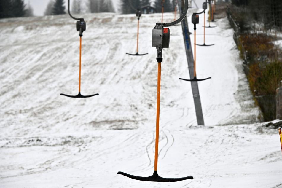 Die Skilifte im Wintersportort Oberwiesenthal stehen still.