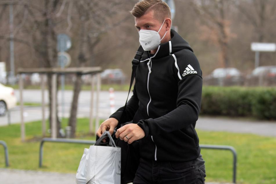 Toni Kroos (31) war bereits mit Adduktoren-Problemen angereist und kehrt nun ohne Einsatz im Trikot der Nationalmannschaft nach Spanien zurück.