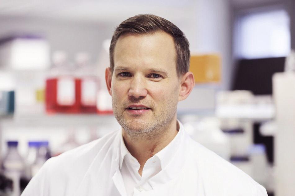 Hendrik Streeck wagt einen vorsichtigen Blick gen Sommer - ein Urlaub im kleinen Rahmen könnte klappen, so der Virologe.