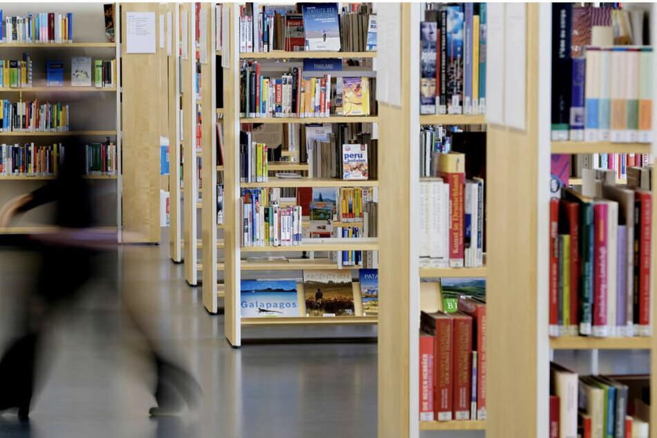 Bücher-Fans und Leseratten können sich ab dem 8. März wieder mit Medien versorgen.