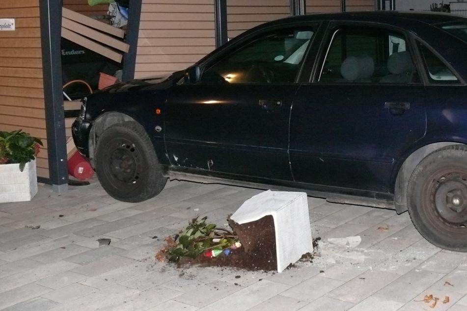 Aus fahrendem Auto gesprungen: Wagen kommt erst auf Grundstück zum Stehen