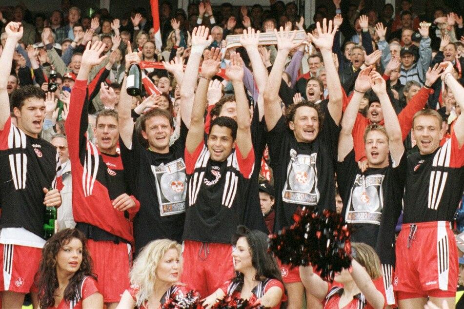 Meister als Aufsteiger. Als bisher erster und einziger Klub gelang dem FCK 1998 dieses Kunststück. Mit dabei unter anderem: Michael Ballack und Olaf Marschall.