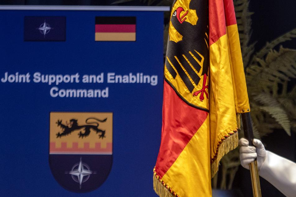 """Mit der Erklärung der vollen Einsatzbereitschaft wird die Aufbauphase des Kommandos """"Joint Support and Enabling Command"""" in Ulm beendet. (Archiv)"""