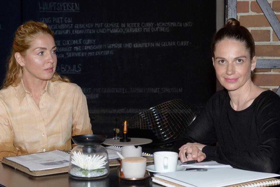 Neue Konkurrentin für Nina (l.)? Svenja will unbedingt mit Leon eine Kochshow im Internet produzieren.