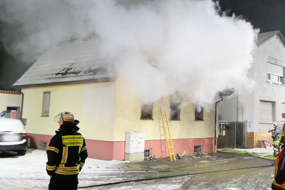 Erschreckender Fund in Brand-Haus: Leiche stellt Polizei vor Rätsel