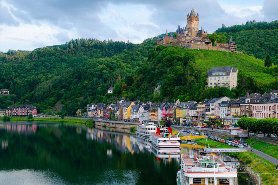 Die Reichsburg thront über Cochem.