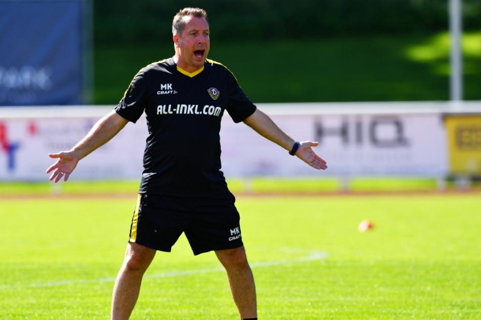 Engagiert auf dem Trainingsplatz: Markus Kauczinski gestikuliert...
