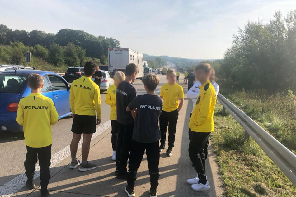 Im Stau standen auch viele Nachwuchsteams aus den Erzgebirge und Vogtland auf dem Weg zu ihren Punktspielen im Raum Dresden - hier die C-Junioren des VFC Plauen.