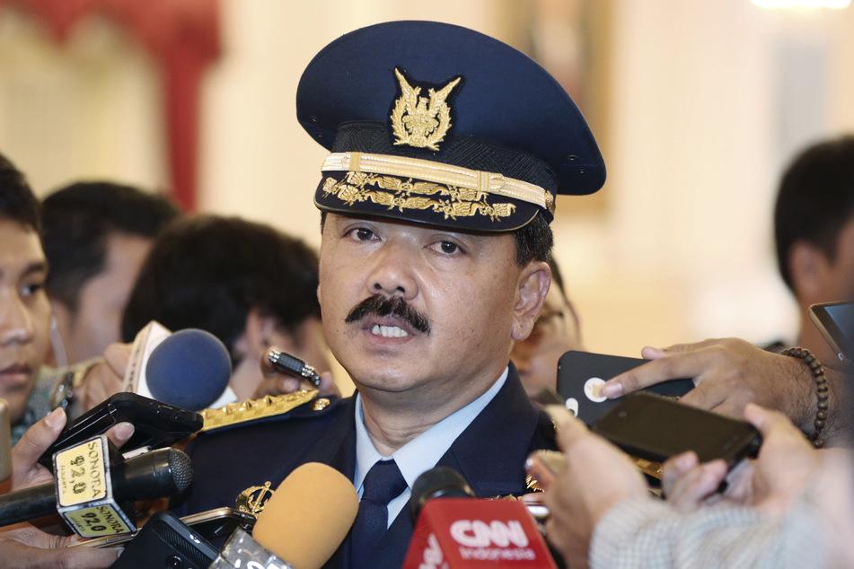 Luftmarschall Hadi Tjahjanto, damaliger Stabschef der indonesischen Luftwaffe, spricht mit Journalisten.