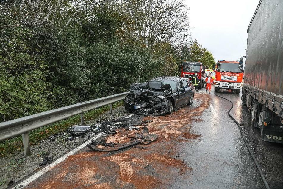 Ein 52-jähriger Autofahrer hatte dem Wagen des 78-Jährigen auf der Bundesstraße 12 bei Kirchham in Bayern nicht ausweichen können.