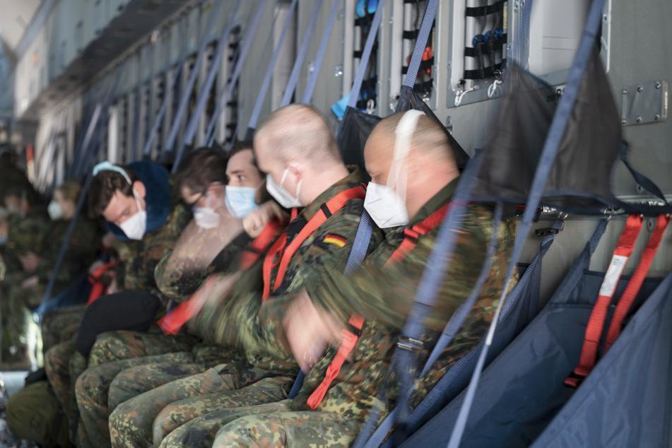 Sanitäter der Bundeswehr fliegen zu Hilfseinsatz nach Portugal
