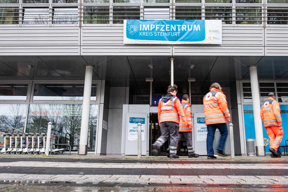 An NRW-Impfzentren hat es bereits mehrere Vorfälle gegeben, die eine Strafanzeige nach sich zogen. (Symbolbild)