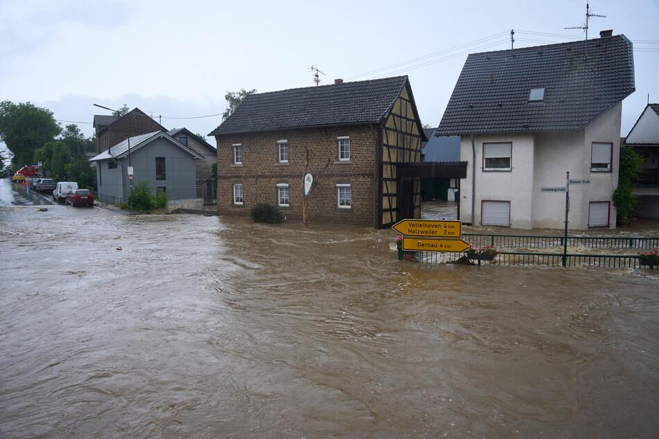 Die Straßen von Esch (Kreis Ahrweiler) haben sich in reißende Ströme verwandelt.
