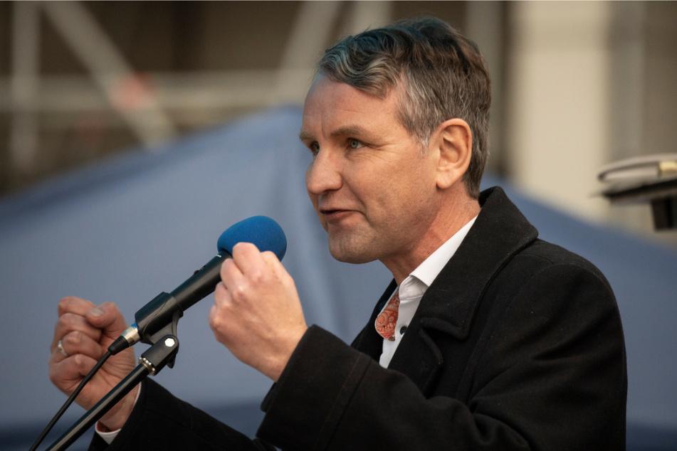 Thüringens AfD-Fraktionschef Björn Höcke (48) hält eine Rede: Vor dem Thüringer Verfassungsgerichtshof hat er mit seiner Fraktion gegen den Teil-Lockdown im November 2020 geklagt. (Archivbild)