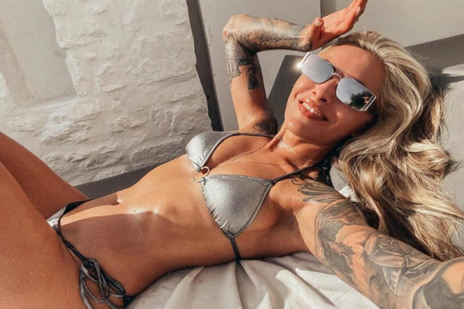 Heiß, heißer, Sophia Thomalla (31)! Die blonde Schönheit heizt ihren Fans bei Instagram mit einem Selfie im ultraknappen Glitzer-Bikini ein.