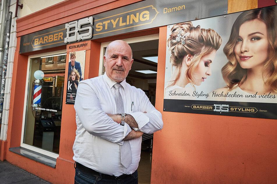 Neustadt-Original Younes Bahram (53) ist der Ehemann der Shop-Besitzerin und ärgert sich über den dreisten Bruch.