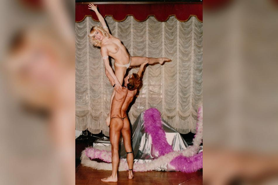 Das Duo Artemis begeisterte in den 80er Jahren mit erotischen Tanzeinlagen, die jedoch immer von Nimmlers Ästhetik geprägt waren.