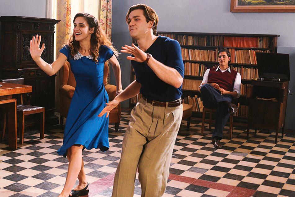 Fulvia (Valentina Bellé) hat mit dem großartigen Tänzer Giorgio (M., Lorenzo Richelmy) viel Spaß.