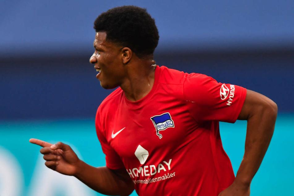Hertha-Stürmer Jessic Ngankam (20) bejubelt seinen Treffer zum 2:1 gegen Schalke.