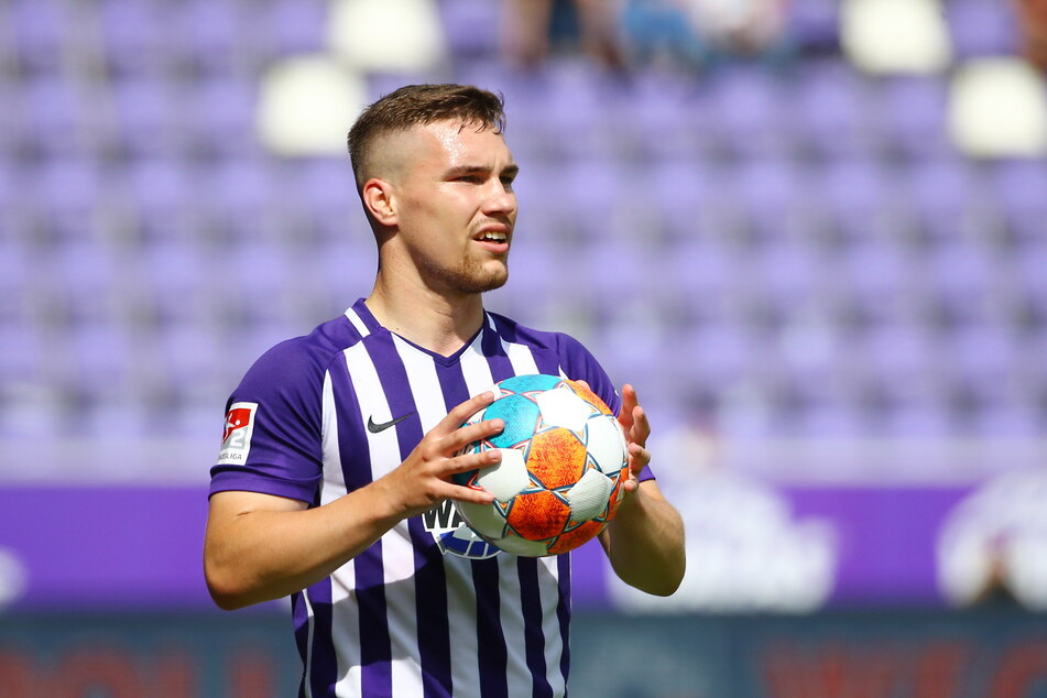 """Ein Neuer im alten Trikot: Anthony Barylla (24) muss die Spielkleidung der Vorsaison """"auftragen""""."""