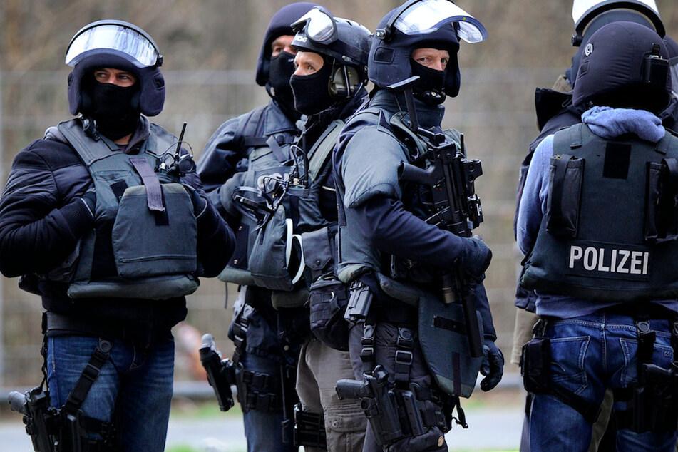 Mit Waffe bedroht? Notruf löst Großeinsatz aus, dann kommt alles ganz anders