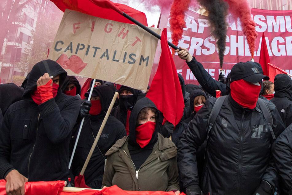 "Vermummte Teilnehmer der ""Revolutionären 1. Mai Demonstration"" zogen durch Frankfurt."