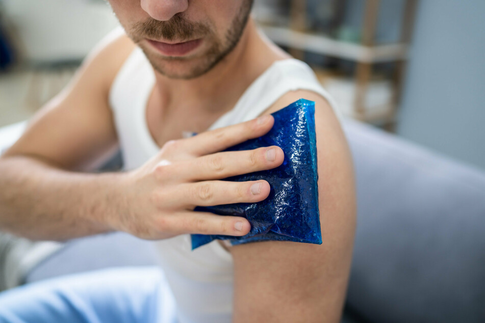 Der Orthopäde und Unfallchirurg Thomas Gottfried rät, grundsätzlich bei allen akuten Verletzungen zu Kühlmitteln zu greifen - aber nie bei offenen Verletzungen. (Symbolbild)