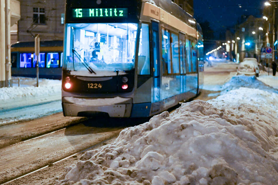 Die für Leipziger Verhältnisse großen Schneemassen der vergangenen Tage hatten zu starken Einschränkungen im öffentlichen Verkehr geführt.