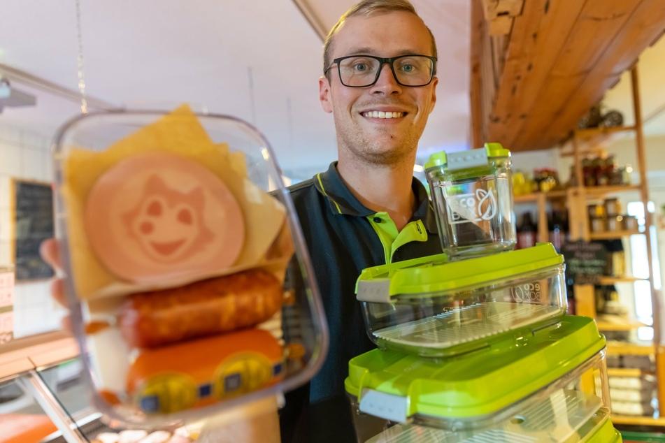 Landwirt Stefan Wunderlich (26) präsentiert die EcoBox.