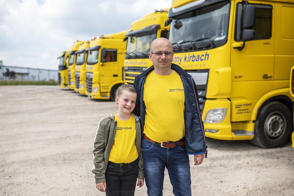 Fordert Hilfe für Trucker: Spediteur Ronny Kirbach (45) mit Tochter Othelia (8).