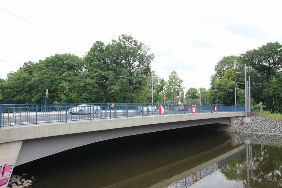 Seit Donnerstagnachmittag herrscht nach knapp zwei Jahren wieder freie Fahrt auf der neuen Plagwitzer Brücke.