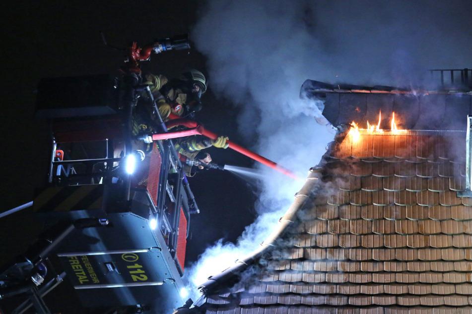 Dachstuhlbrand in Freital: War Pyrotechnik schuld?