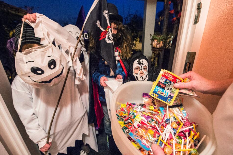 An Halloween im Corona-Jahr werden NRW-Bürger dazu aufgerufen, auf die üblichen Partys zu verzichten.