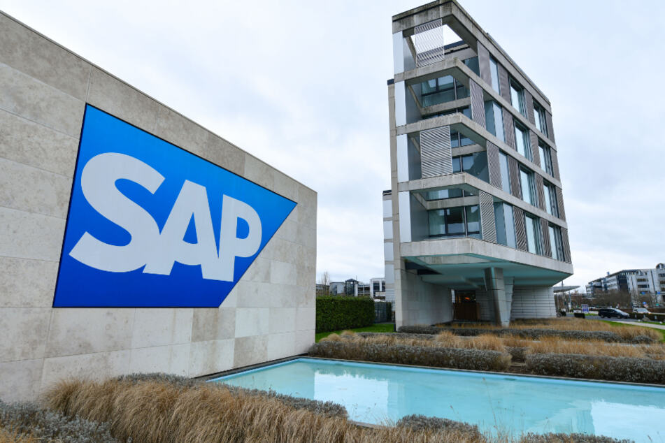 Beim Softwarekonzern SAP sollen Mitarbeiter nur noch ins Büro kommen, wenn sie gegen Covid-19 geimpft, getestet oder genesen sind.