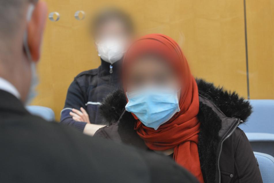 Das Düsseldorfer Oberlandesgericht hat eine fünffache Mutter (31) und IS-Terroristin aus Essen zu vier Jahren Haft verurteilt.