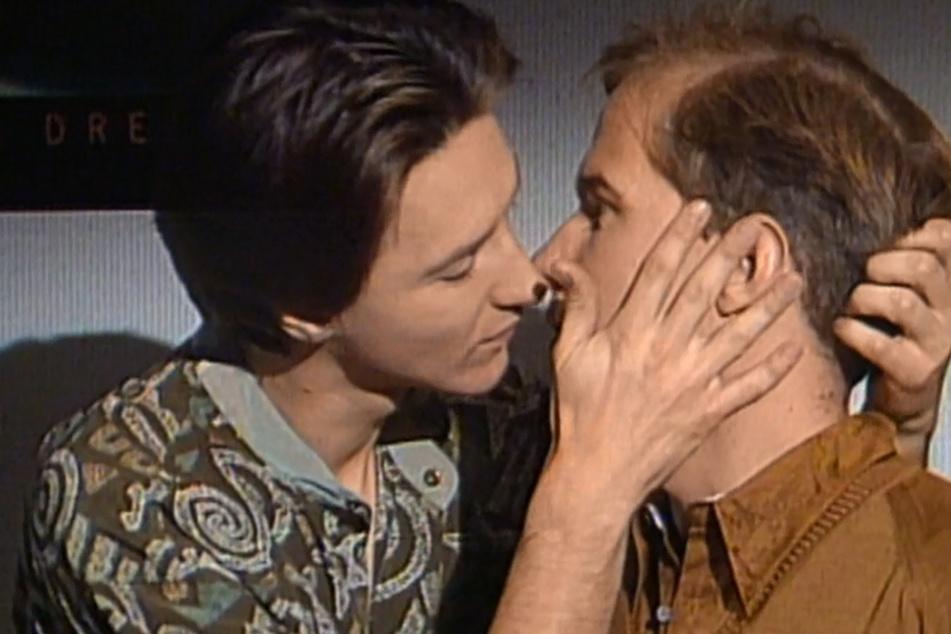 """Die """"Lindenstraße"""" schrieb Zeitgeschichte: Der erste Aufschrei nach dem schwulen Kuss; die Schauspieler allerdings bekamen danach Morddrohungen. Heute ist solch ein Kuss normal!"""