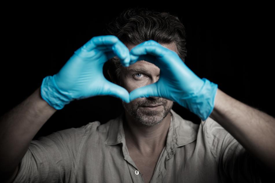Schauspieler Wayne Carpendale (44) wird für Sat.1 zum Praktikant im Krankenhaus.