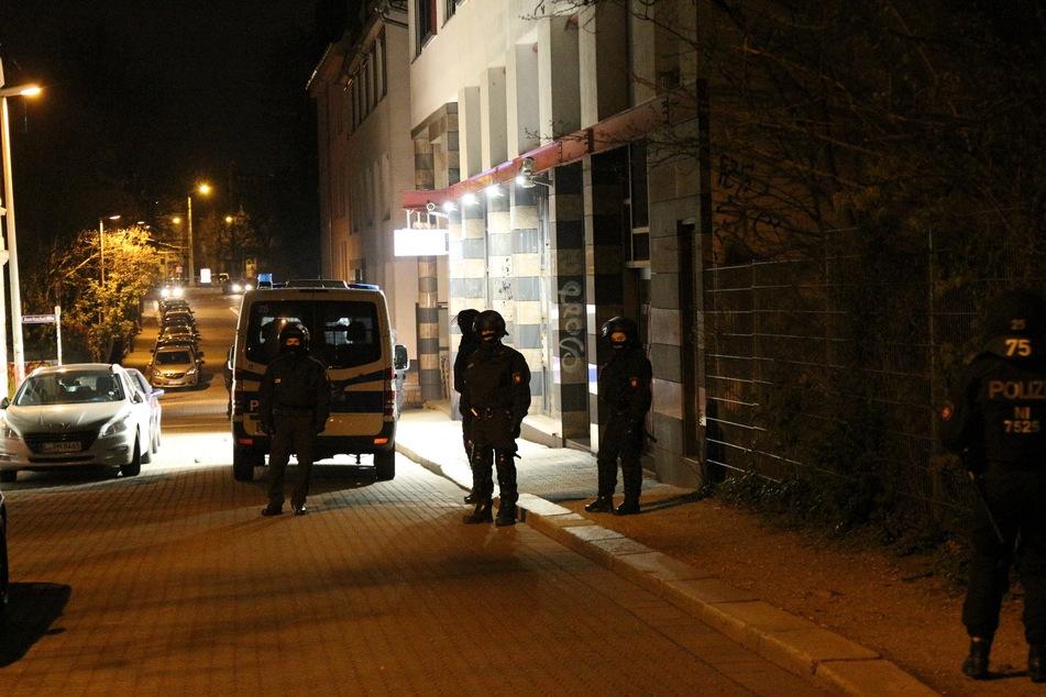 Keine Ruhe für die Beamten in Connewitz: In der Nacht zum Sonntag wurde die Polizeiaußenstelle in der Wiedebach-Passage attackiert.