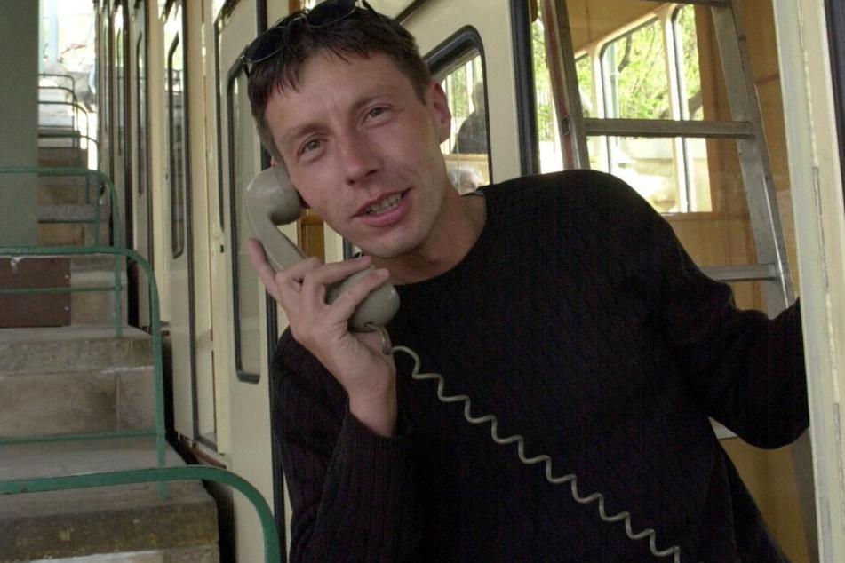 Rocco Reichel 2002 als Reporter auf Berg- und Talfahrt mit der Schwebebahn.